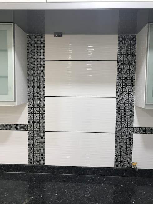 Luxury Interior Design  3 BHK Flat:  Kitchen by Nabh Design & Associates