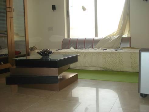 A retreat Apartment leisure room: modern Media room by MRJ ASSOCIATES