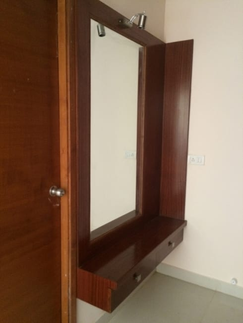 Dressing Unit: modern Dressing room by Vedasri Siddamsetty
