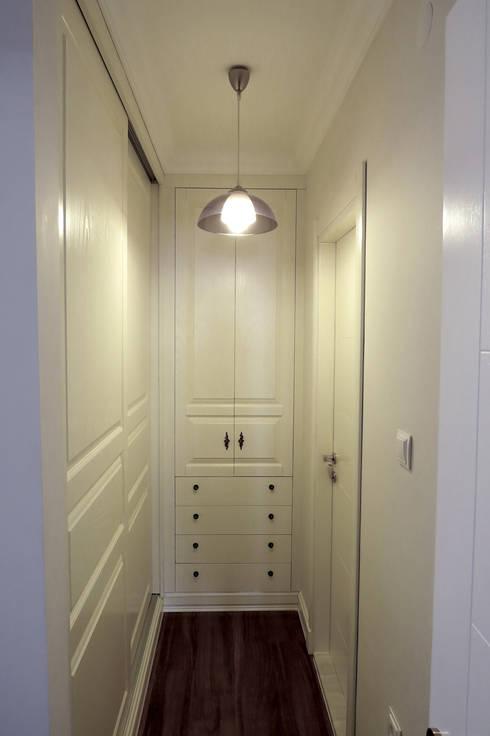 Corridor & hallway by Öykü İç Mimarlık