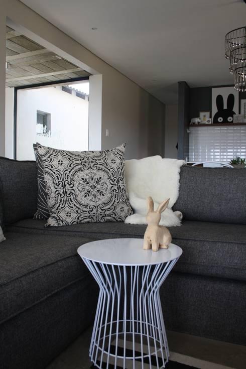 2: modern Living room by Duvenci Interiors