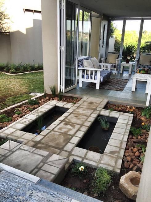 Water Feature Walkway: eclectic Garden by Acton Gardens