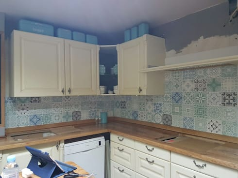 Kitchen Splashback Pastel Blue: modern Kitchen by Moonwallstickers.com