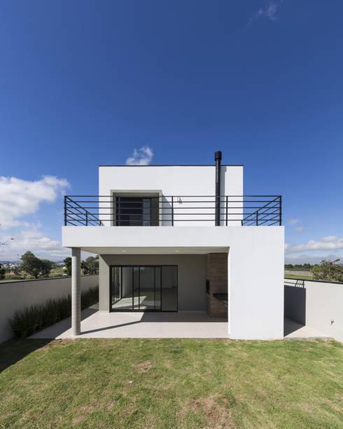 房子 by Taguá Arquitetura