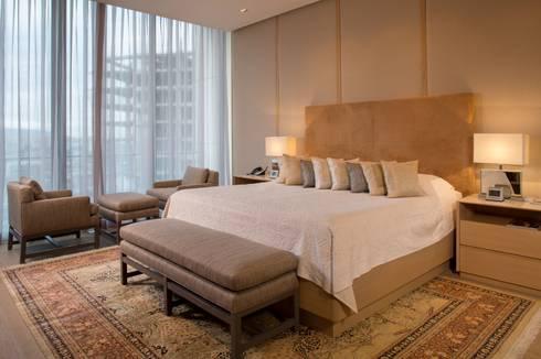 RECAMARA: Recámaras de estilo moderno por Rousseau Arquitectos