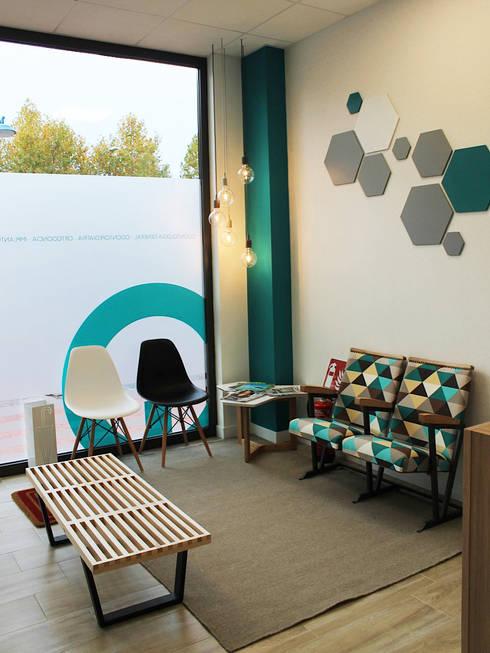 Clínicas / Consultorios Médicos de estilo  por Diseño Interior Bruto