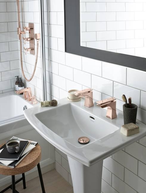 Baños de estilo  por Heritage Bathrooms