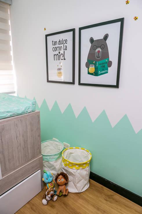 Cuarto de Martin Moreno: Habitaciones infantiles de estilo  por Little One
