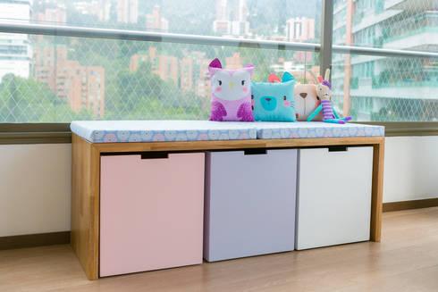 Cuarto de Hanna: Habitaciones infantiles de estilo  por Little One