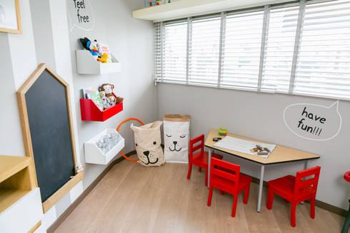 Cuarto de Martin Aristizabal: Habitaciones infantiles de estilo  por Little One