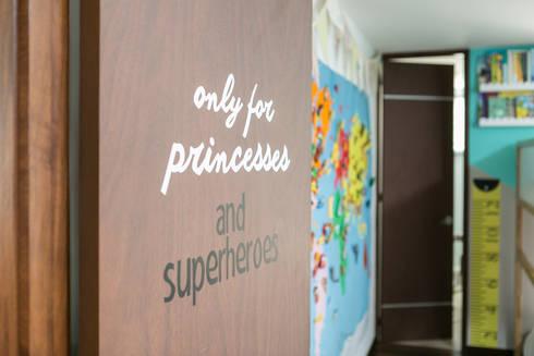 Cuarto de Sofia y Matias: Habitaciones infantiles de estilo  por Little One