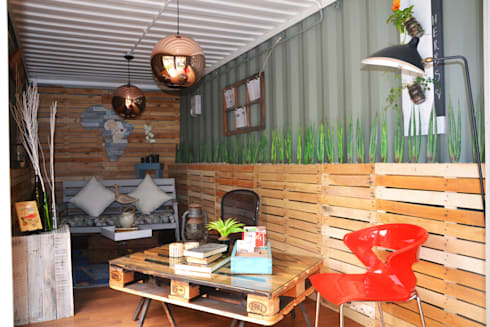 Garden cottage space inside container: industrial Living room by Acton Gardens