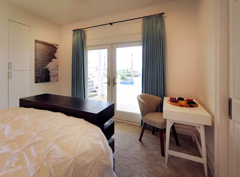 Modern Guest Bedroom: modern Bedroom by Olamar Interiors, LLC