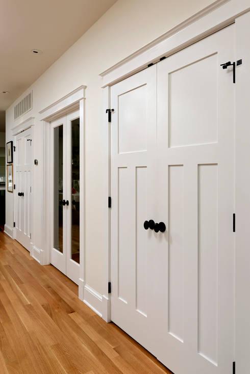Stylish First-Floor Bungalow Renovation in Arlington, VA :  Corridor & hallway by BOWA - Design Build Experts