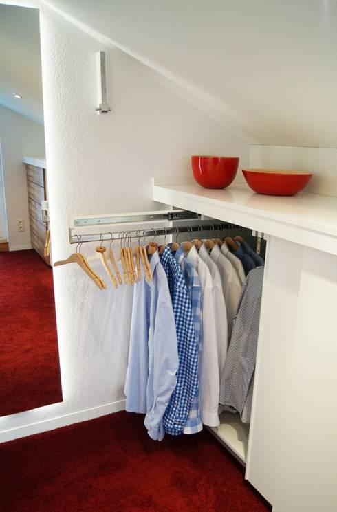 begehbarer kleiderschrank von schreinerei innenausbau fuchslocher homify. Black Bedroom Furniture Sets. Home Design Ideas