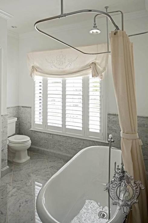 حمام تنفيذ Kellie Burke Interiors