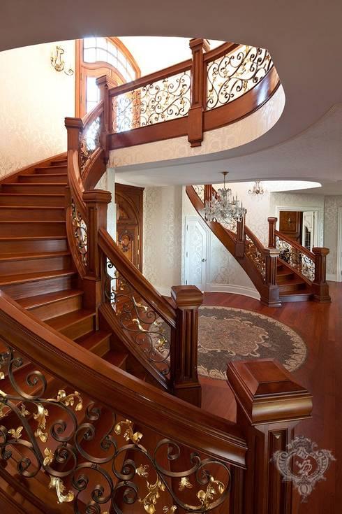Stairway/ Foyer:  Corridor & hallway by Kellie Burke Interiors