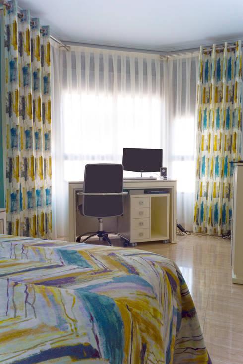Dormitorio juvenil con textiles en turquesa y ocre de - Cortinas dormitorio juvenil ...