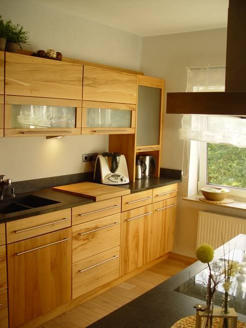 Holzküchen  HENCHE Möbelwerkstätte: Holzküchen | homify