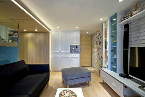 錯層,誕生的喜悅-黃宅:  客廳 by DS&BA Design Inc 伊國設計