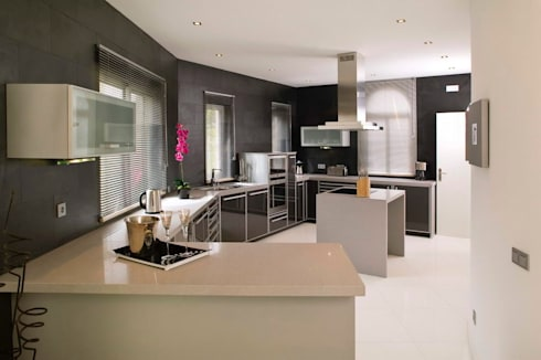 Moradia Unifamiliar: Cozinhas modernas por Archiultimate, architecture & interior design