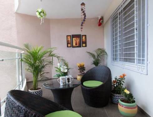 Home Landscaping Design:   by  Jagruti Design Studio
