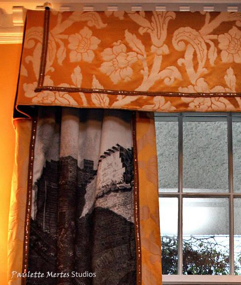 Drapery: classic Living room by Kellie Burke Interiors