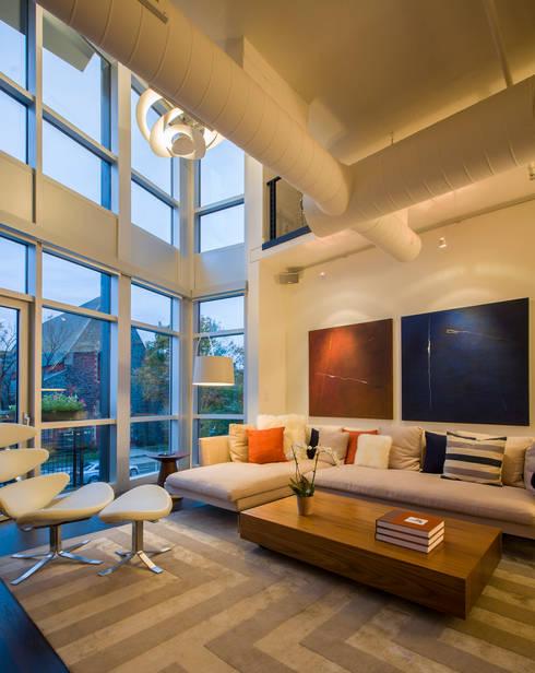 Logan Circle Duplex: modern Living room by FORMA Design Inc.