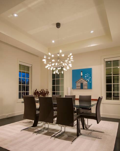 Craftsman Modern:  Dining room by FORMA Design Inc.