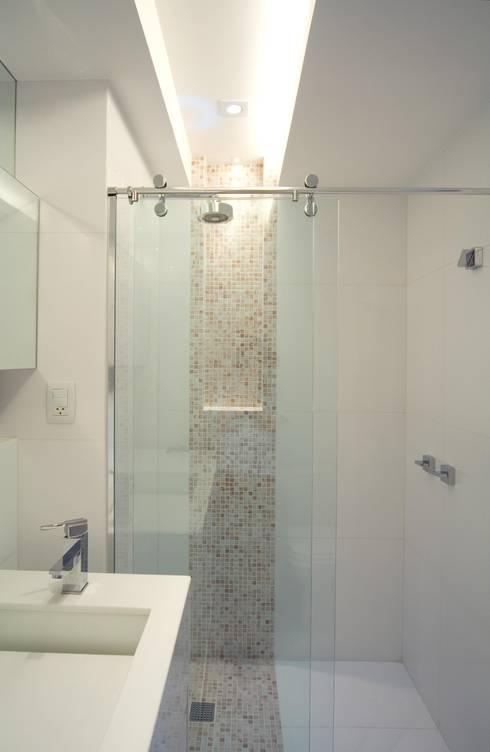 Banheiro: Banheiro  por Juliana de Sá Arquitetura e Design