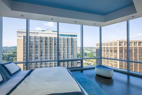 Skyline Flat in Rosslyn: modern Bedroom by FORMA Design Inc.