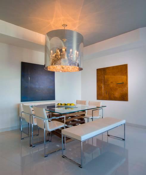 Skyline Flat in Rosslyn: modern Dining room by FORMA Design Inc.