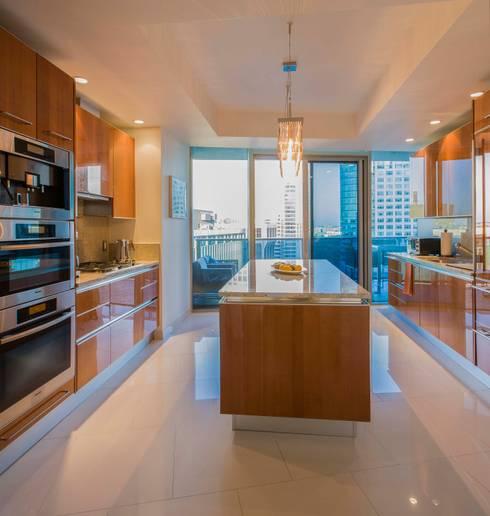 Skyline Flat in Rosslyn: modern Kitchen by FORMA Design Inc.