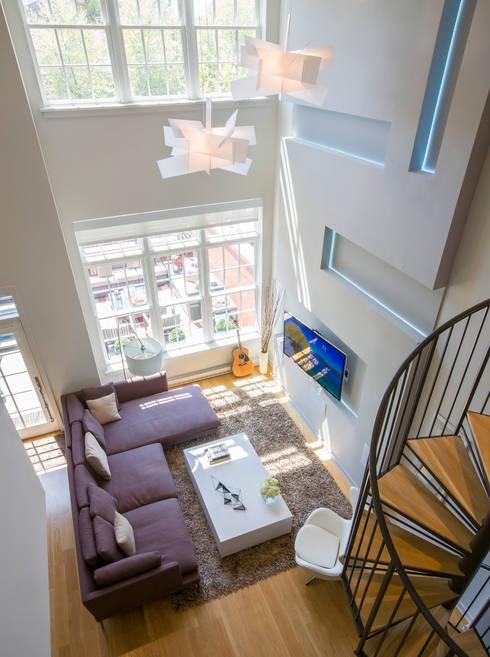 Loft in Arlington : modern Living room by FORMA Design Inc.