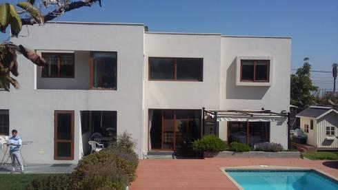 Casa Troncoso: Casas de estilo mediterraneo por AOG SPA