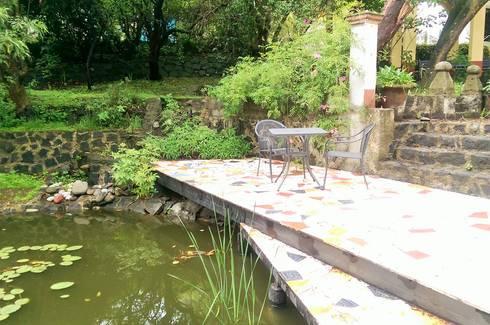 Muelle casa Tigridia: Jardines de estilo rústico por Paisaje Radical