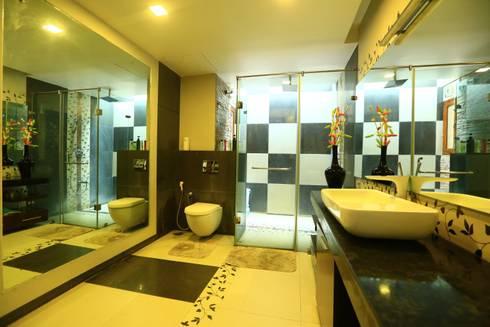 Master Bedroom Toilet : modern Bathroom by Space Trend