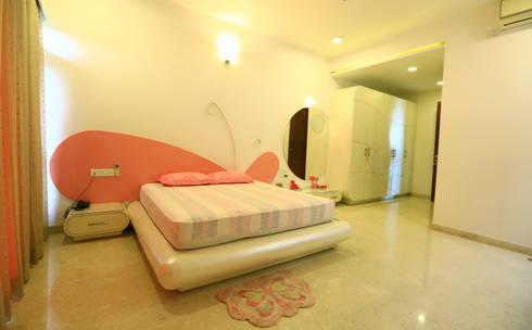 Girls Bedroom: modern Bedroom by Space Trend