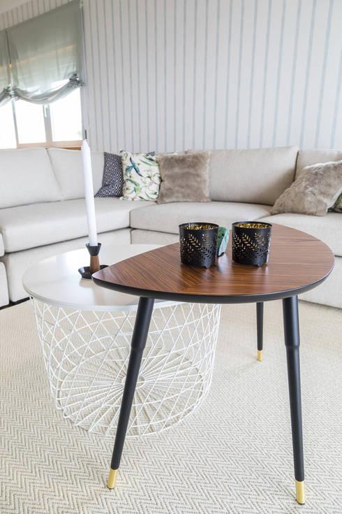 Sala e Varanda em Paço de Arcos: Sala de estar  por Sizz Design