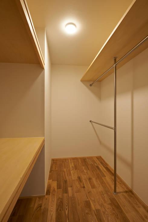 よろいばりの家: (有)菰田建築設計事務所が手掛けたウォークインクローゼットです。