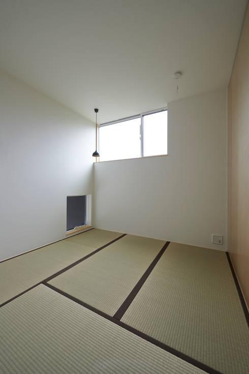 よろいばりの家: (有)菰田建築設計事務所が手掛けた和室です。