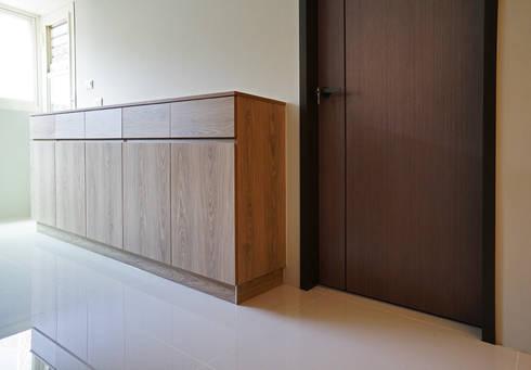 全室案例-台北市吳宅:  走廊 & 玄關 by ISQ 質の木系統家具