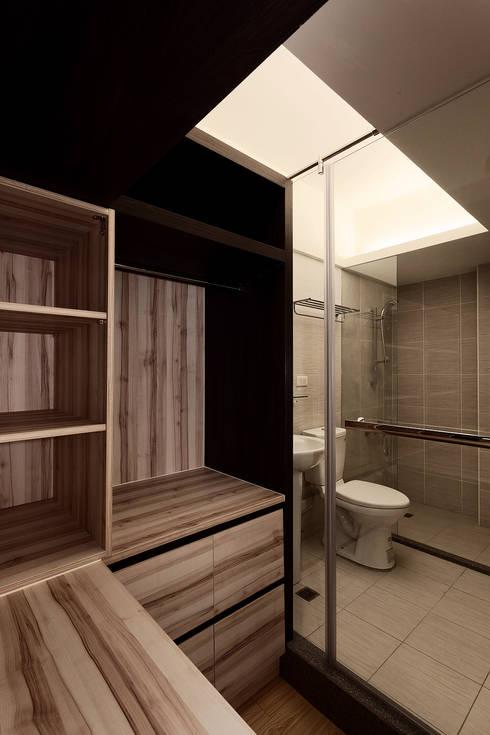 仁愛路-蔡宅:  浴室 by DS&BA Design Inc 伊國設計