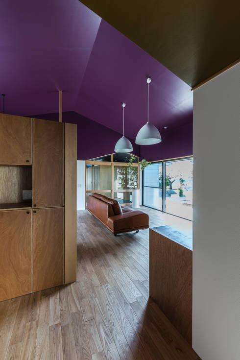 Salon de style de style eclectique par Smart Running一級建築士事務所