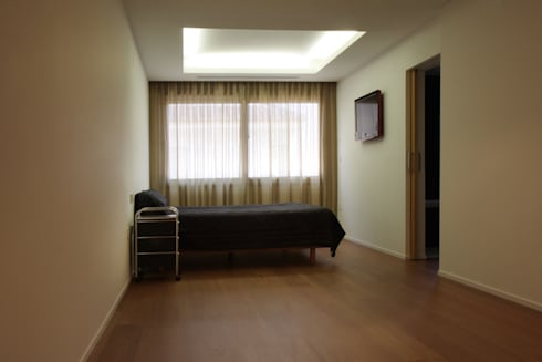 Dormitorio Apartamento JM: Dormitorios de estilo minimalista de ATYCO
