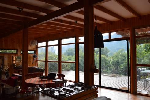 Casa Ecológica en Olmué: Livings de estilo rústico por Nido Arquitectos