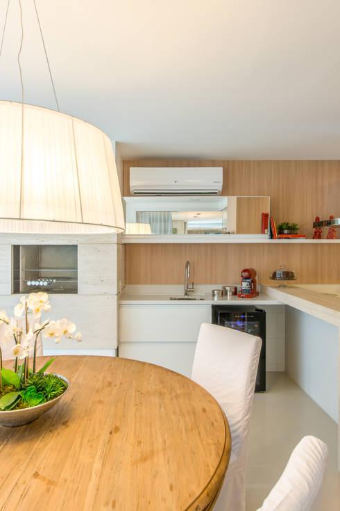 مطبخ تنفيذ Chris Brasil Arquitetura e Interiores