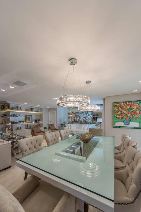 غرفة السفرة تنفيذ Chris Brasil Arquitetura e Interiores