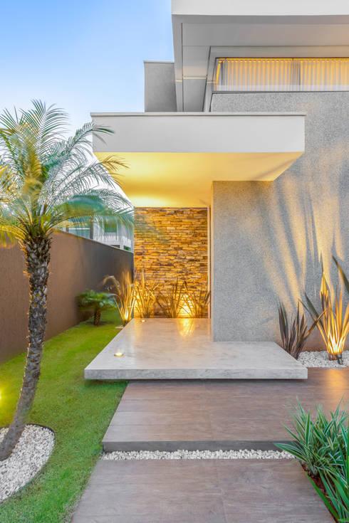 獨棟房 by Chris Brasil Arquitetura e Interiores