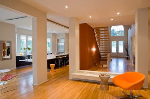 Lake Barcroft Residence:  Corridor & hallway by FORMA Design Inc.